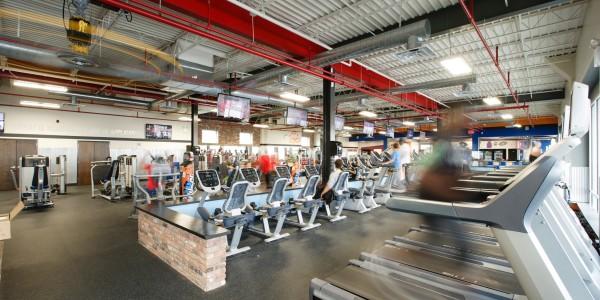Crunch Fitness (Staten Island) – Cardio Deck