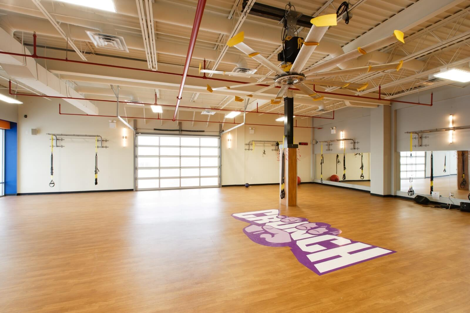 Crunch Fitness Staten Island Group Fitness Room Design42