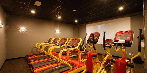 Retro Fitness (Bayonne) – Cardio Theater Room